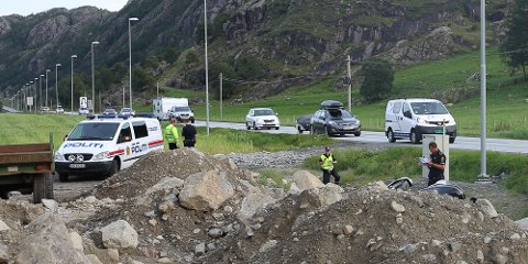 En motorsyklist omkom etter å ha kjørt av E39 ved Auestad.