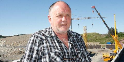 Daglig leder på kranskolen, Torstein Solheim, frykter for kranfaget nå som de nye førerkortreglene er trådt i kraft.