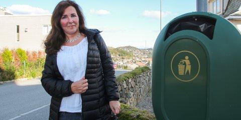 Tone Skaar ønsker seg flere søppelbøtter på Ålgård.
