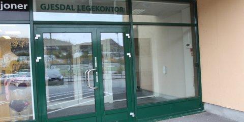 Fortsatt mørkt i lokalene til Gjesdal legekontor. Om én måned åpner kontoret dørene.