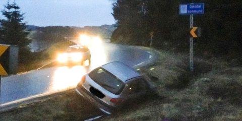 På grensa mellom Time og Gjesdal kjørte denne bilen i grøfta.