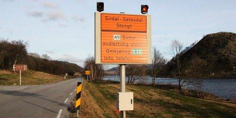 Fv45 er stengt ved Hunnedalen.