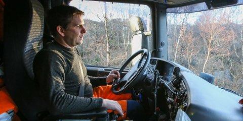 Brøytebilsjåfør Sven Magne Nødland frykter at det vil skje ei dødsulykke på Fv45 mot Sirdal.