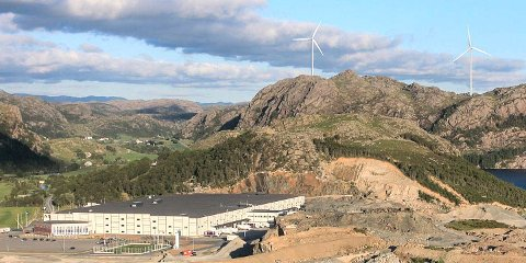 Slik kjem to av vindmøllene til Tindafjell vindkraftverk til å ruve i landskapet.