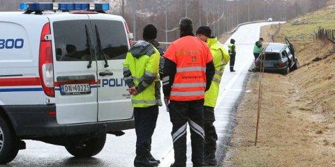Vegvesenets ulykkesgruppe på stedet etter dødsulykka på E39 ved Kyllingstad.