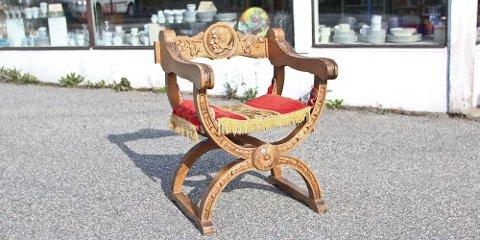 Denne stolen har en tvilling som ble stjålet fra gjenbruksbutikken i Krambugata torsdag.