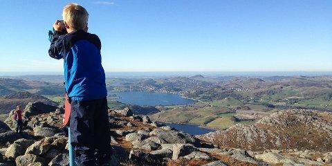 Slik er utsikten fra toppen av Fitjanuten.