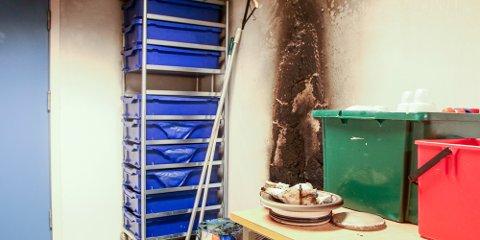 Slik så det ut på et av de påsatte rommene etter brannen i sommer.