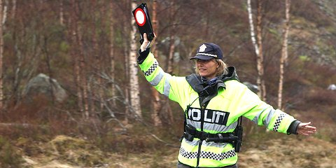 Utrykningspolitiet hadde søndag kveld fartskontroll i Dirdal. Hele 16 bilister ble hanket inn.