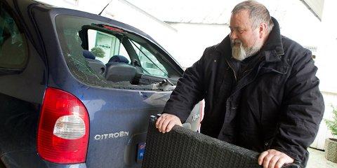 Terassebordet knuste bakruta på bilen til Oddvar Oftedal.