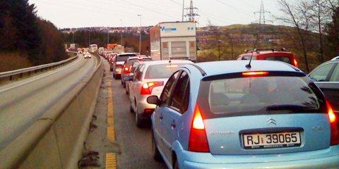 Ulykka har ført til lange køer. Klokka 14.00 sto trafikken stille fra Sandnes og sørover mot Ålgård.