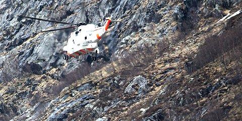 Basehopperen ble fløyet til SUS med Sea King-helikopter.