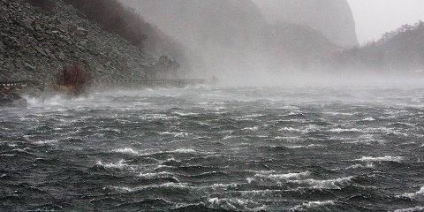 Kraftig vind, her ved Bergsvatnet ved Berge.
