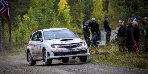GOD KONTROLL: En Subaru Impreza med firehjulstrekk og turbo kan være uvant kost for en som har kjørt mest med framhjulstrekk og mindre sterk motor. Men Steve Røkland har levert                   varene godt de gangene han har kjørt denne bilen i år.BILDER: Morten Kristiansen Larsen/KL Mediat