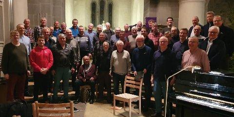 MANNSKORKLANG: De 40 sangerne i Mannskoret KK er klare for konsert i Nicolaikirken 3. juledag, og ønsker alle velkommen.