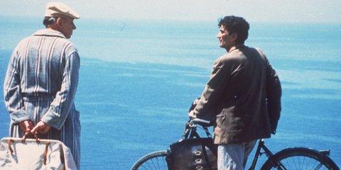 HAVET: I filmen «Postmannen» skal Mario bære fanpost for dikteren Pablo Neruda.