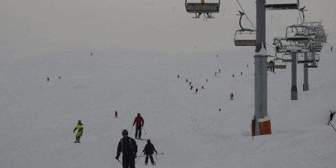 Snøvêr: Slik såg det ut då Røldal skisenter opna for sesongen i helga.Foto: Røldal skisenter