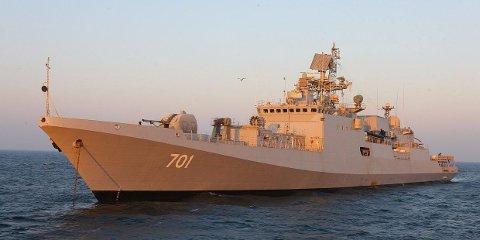 """FREGATT: Dette er en russisk fregatt av Admiral Grigorovich-klassen som ligger for anker. Dette er det russiske motsvaret til den norske Fridtjof Nansen-klassen hvor det mest kjente skipet nok er KNM """"Helge Ingstad""""."""