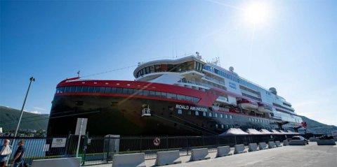 SMITTEBOMBE: MS «Roald Amundsen» har vært en smittebombe. Her ligger den til kai i Tromsø.