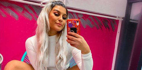 UNDERHOLDNINGSTIPS: Sania Smestad (24) har et klart tips til underholdning i påsken. Det kan du lese lenger ned i saken.