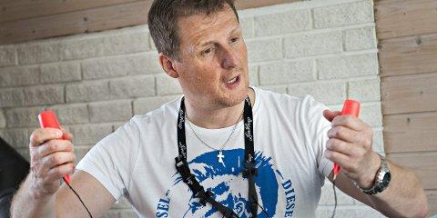 UTSTYRET I ORDEN: Slawomir Jurkan ble reddet opp av isvannet på damvatnet onsdag. Han forteller at hadde gått gjennom scenariet i tilfelle noe slikt skulle skje. En kombinasjon av medbrakte ispigger, god fysikk og stahet, gjorde at han kjempet mot isvannet i en halvtime før redningen kom. FOTO: STÅLE WESETH