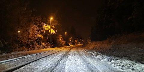 VINTER: Det er subbete forhold på veiene. Dette bildet er fra Gamlegrendåsen tirsdag morgen.