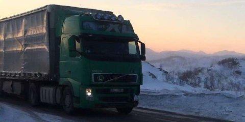 Vogntoget fra Lars Prim lå en uke i fjæra ved Budalsneset. Lørdag ble det observert på Bjørnfjell.