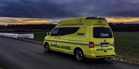 ULYKKE: Den skadde ble sjekket av ambulansepersonell. Han var bare lettere skadet.