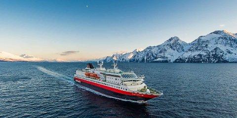 NYE RUTER: Det blir nye rutetider ved enkelte havner i nord. Her er Hurtigrutens skip MS Polarlys.