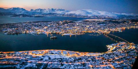 Flere Troms kraft-kunder har opplevd å få noen på døra som har sagt de skal teste strømmålerne. Nå advarer selskapet mot å slippe disse inn i huset. Foto: Yngve Olsen