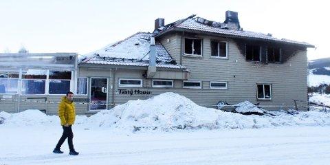 UKLAR ÅRSAK: Årsaken til at det begynte å brenne i bygget der Tasty House holder til er fortsatt ikke kjent.