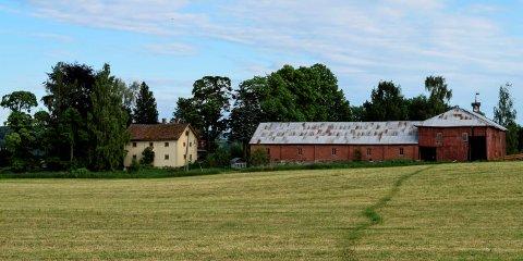 HERMANRUD GÅRD: Det blir nå opp til Landbruksdirektoratet om kjøperne av Hermanrud gård på Kapp får konsesjon på eiendommen.