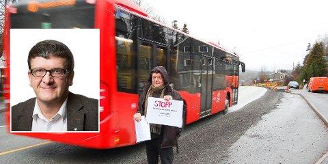 """Oppropet om «Nei til fjerning av busslommer» som Storjordet står bak, """"tvinger"""" fylkeskommunen til å utrede om kantstopp fremfor busslommer, er et klokt valg..  Samferdselsdirektør Thomas Tvedt (innfelt) lover en grundig utredning."""