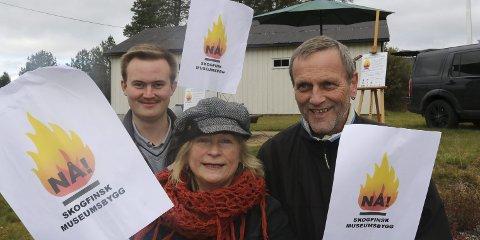 UTÅLMODIGE: – Vi er utålmodige nå og krever midler til bygging av Skogfinsk museum nå, sier Inger Brita Ørmen, Oskar Aanmoen, til venstre, og Trond Asle Jarsve i aksjonskomiteen. ALLE FOTO: SVERRE VIGGEN