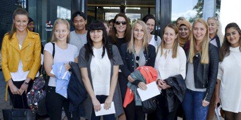 TENNER PÅ ELVERUM: Blant de 650 studentene som innledet studiene sine ved Høgskolen i Hedmark i Elverum torsdag var denne gjengen, der alle skal utdanne seg til tannpleiere. Alle foto: Bjørn-Frode Løvlund