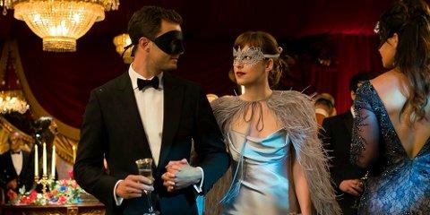 MEST POPULÆR: «Fifty Shades Darker» trekker folk til kinoene. (Foto: Doane Gregory/United International Pictures)