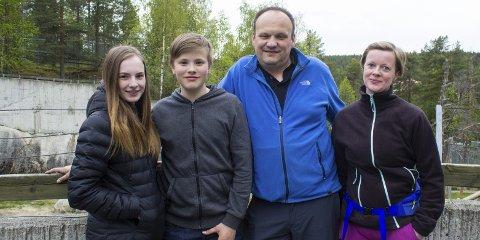 Kommer tilbake: Marthe (16), Espen (14), Håvard og Elin Henriksen har vært flere ganger i dyreparken, men blir aldri lei.