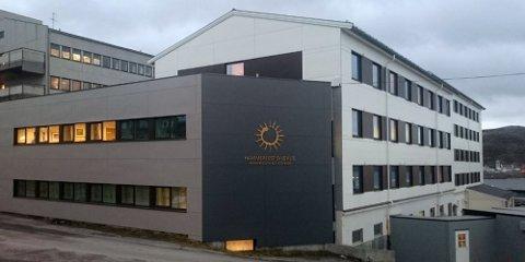 FUSJON: I Hammerfest er reaksjonene sterke etter at det ble klart at sykehuset blir slått sammen med Universitetssykehuset Nord-Norge. Foto: Finnmark Dagblad