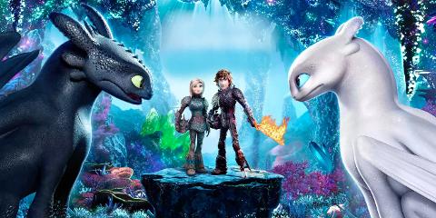 """DRAGETRENEREN 3: I """"How To Train Your Dragon: The Hidden World"""" er Hikken er blitt sjef for stammen, og har fullført drømmen sin om å lage et lite samfunn der drager og mennesker kan leve fredfullt sammen side om side."""