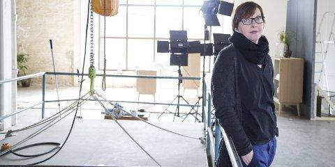 TIL TOFTE: Trine Thorsen driver dagslysstudio på Tofte og skal huse fellesutstillingen til Kunst rett Vest i 2020. Arkivfoto: Bente Elmung