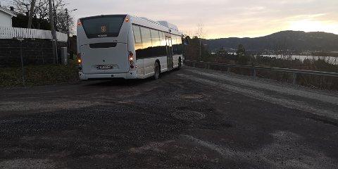 IKKE HOLDBART: VKTs bussoperatør Vy Buss AS fant raskt ut at dette krysset fungerte dårlig som snuplass.
