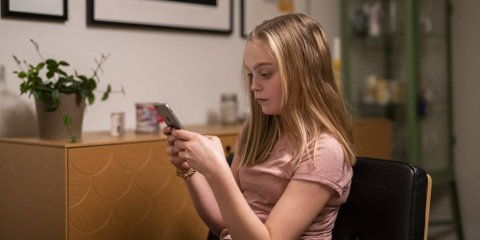 UNGDATA: Generelt er det flere jenter enn gutter som opplevde pandemitiden negativt, og den har vært mer tyngende for de eldste enn for de yngste tenåringene.