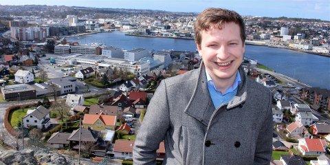 VISJONER: – Her har jeg stått mange ganger og drømt om hvordan framtidens Sandnes vil se ut, sier KrFs ungdomskandidat Eivind Kvamsøe.