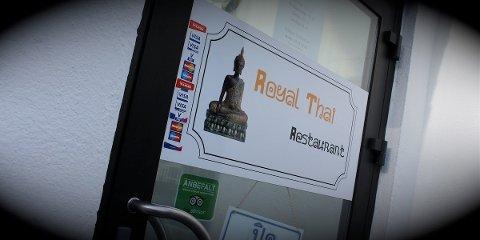 SKJENKET ULOVLIG: Royal Thai Restaurant i Langgata har i lenger tid servert alkohol  uten skjenkebevilling. Nå har formannskapet enstemmig vedtatt at restauranten får lov til å servere alkohol til sine gjester.