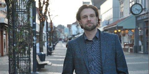 Arild E. Helgøy mener kommunen bør være mer fremoverlent når det kommer til økende mobbetrend i barneskolen.