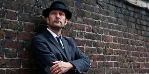 SUNDAG: Tom Roger Aadland har konsert i Riska gamle kirke sundag.