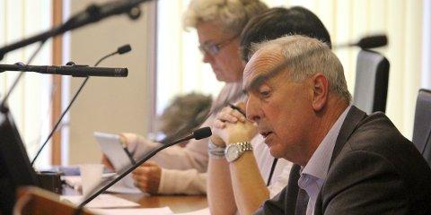 BYGGER: Bystyret i Sandnes vedtok tirsdag å bygge flerbrukshall i forbindelse med Skaarlia skole. Ordfører Stanley Wirak fulgte debatten nøye.