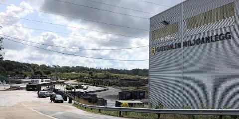 STENGT: Kommunens avfallsanlegg i Gatedalen ble tirsdag formiddag stengt etter funn av det som kan være eksplosiver.