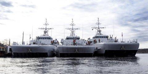 KNM HINØY: Det er eit minejagarfartøy av denne typen som no er på veg til Aurland. Den norske marinen har til saman tre slike skip, som fleire gonger har delteke i NATO-operasjonar.