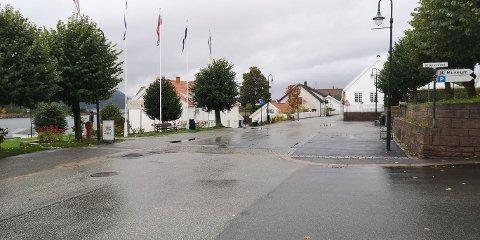 Det er en grå og regntung tirsdag i Svelvik.